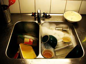 fregadero atascado con comida y su desatasco en Tenerife